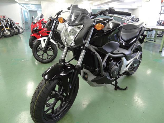 多種のオートバイを使用した実践につながる実習を行います。