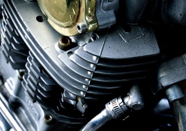 専門学校でバイクの整備(オートバイ整備)について学ぶなら国土交通省認定の自動車整備士養成施設で最短で国家二級二輪自動車整備士資格を取得を目指そう!バイク整備専門の二輪整備に特化した環境で学べるYIC京都へ