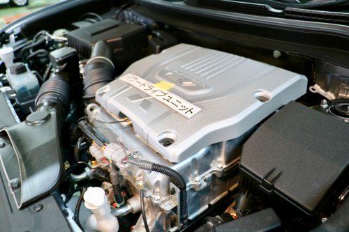 充電用発電機を駆動するため2Lのガソリンエンジンを搭載しています。