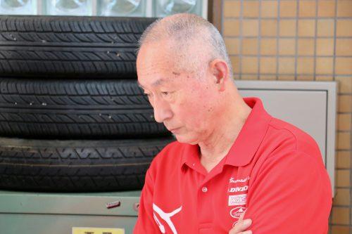 チームオーナー吉川様も真剣な眼差しで学生の様子をチェック!
