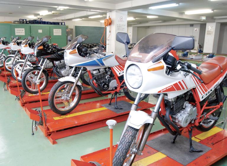 二輪自動車実習室a・b