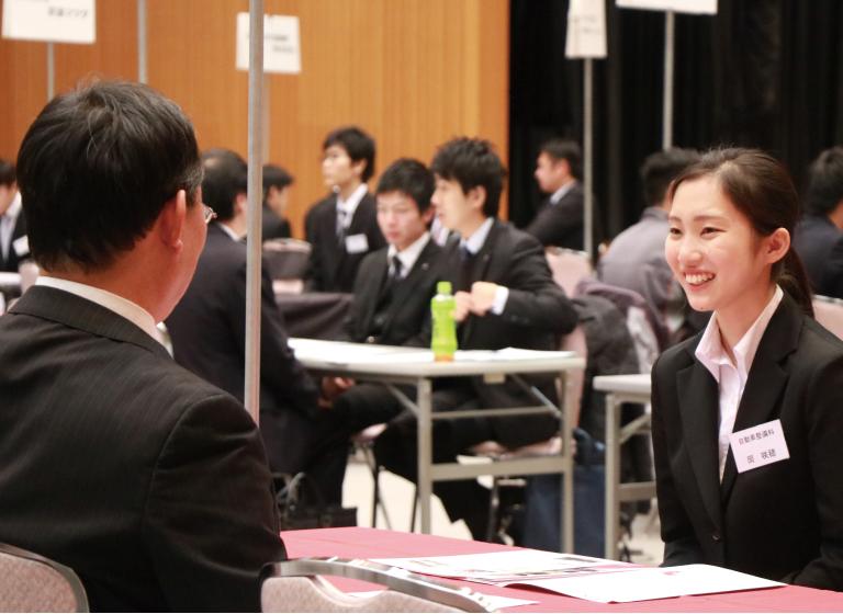 学内合同企業説明会の様子2