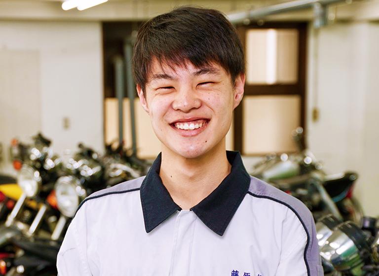 二輪自動車整備科 藤原さん